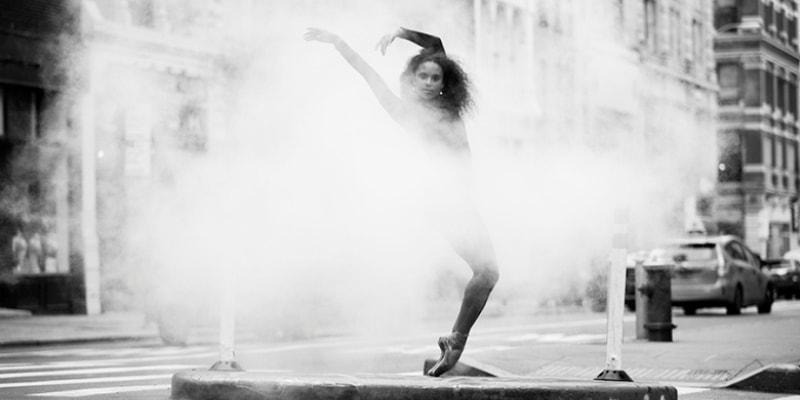 Изящные танцоры на городских улицах